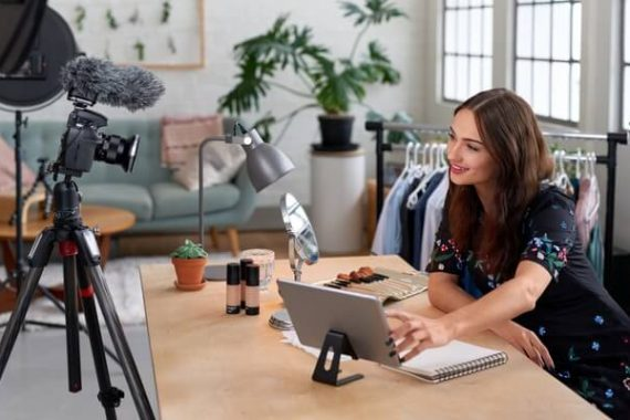 How to Use Live Video (Facebook and Instagram) to Grow Your Online Business